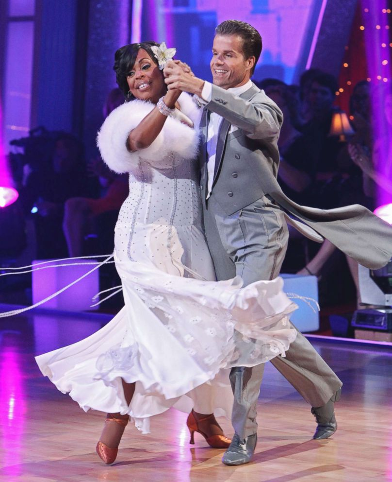 PHOTO: Niecy Nash dances with Louis Van Amstel on ABCs Dancing with the Stars, May 3, 2010.