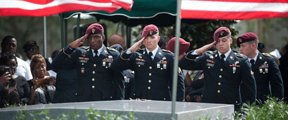 PHOTO: Members of the 3rd Special Forces Group, 2nd battalion salute the casket of Army Sgt. La David Johnson at his burial service in the Memorial Gardens East cemetery, Oct. 21, 2017 in Hollywood, Fla.