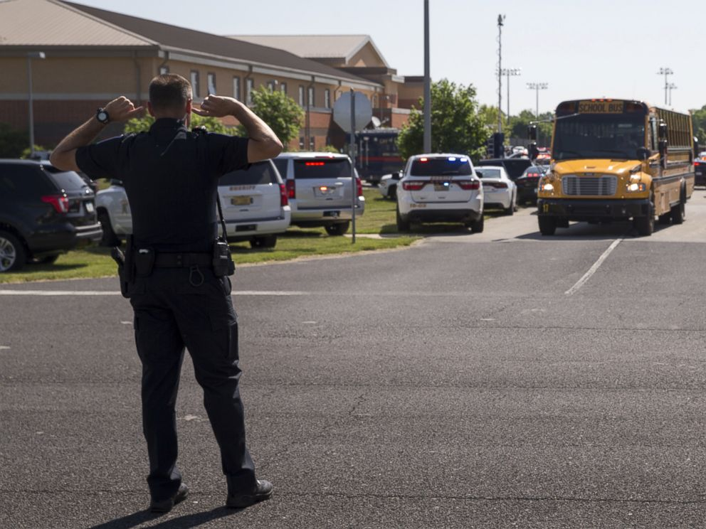 PHOTO: An officer directs traffic following a shooting at Noblesville West Middle School in Noblesville, Ind., May 25, 2018.