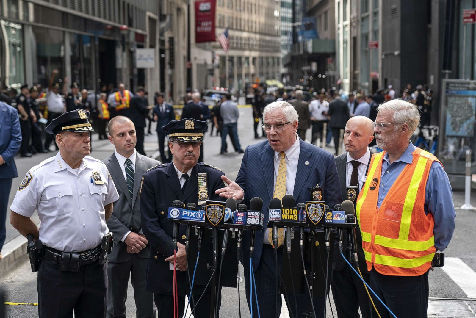 Suspect charged with placing false bombs in New York City