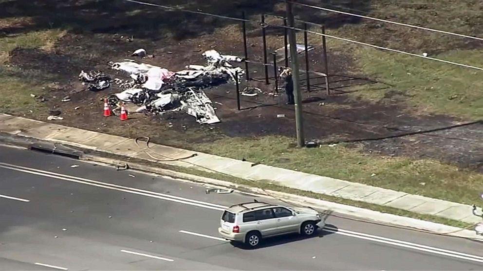 2 νεκροί, 1 τραυματίας και μετά από το μικρό αεροπλάνο συντρίβεται σε SUV στη Φλόριντα
