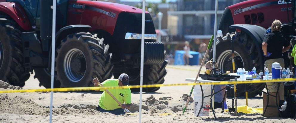 PHOTO: Ocean City Police and a forensics team dig around the area where an unidentified body was found in Ocean City, Md., July 31, 2017.