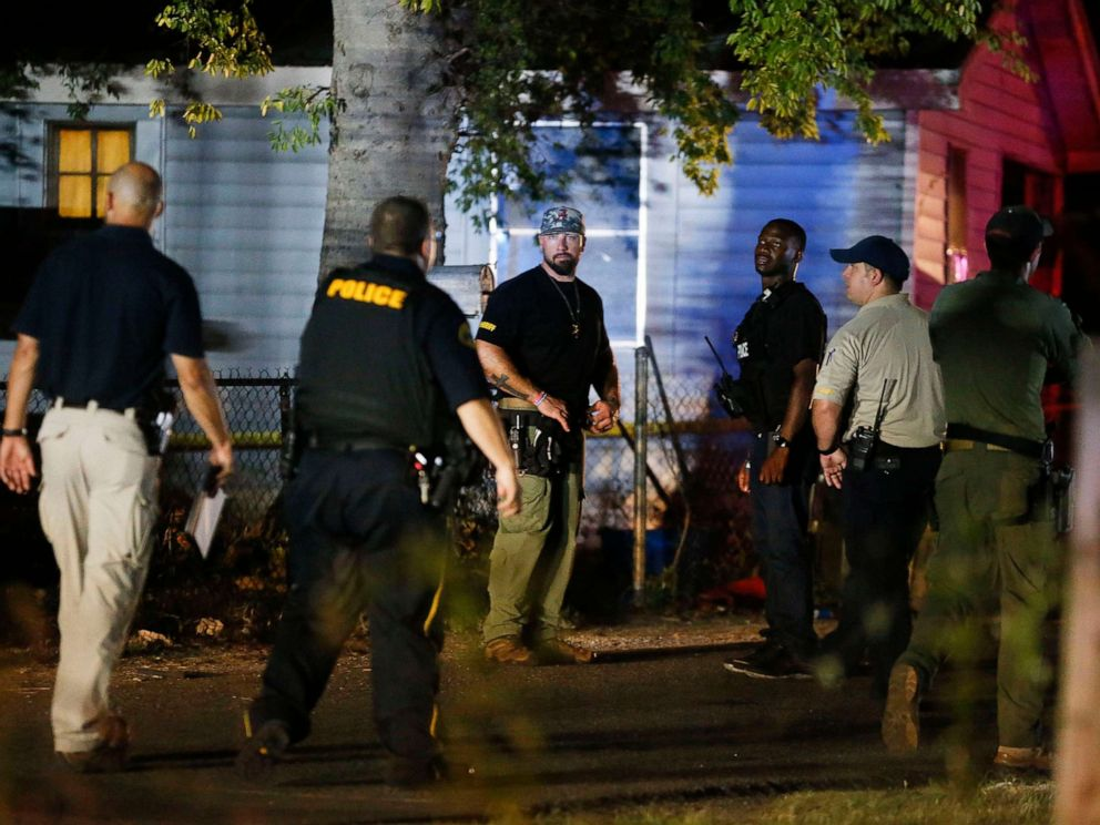 PHOTO: Tuscaloosa Police officers and Tuscaloosa Violent Crimes Unit investigators work at the scene where Tuscaloosa Police Investigator Dornell Cousette, was shot and killed in Tuscaloosa, Ala., Sept. 16, 2019.