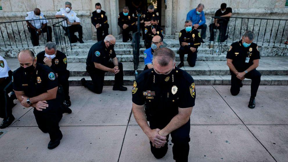 https://s.abcnews.com/images/US/officers-kneel-floyd-protest-02-gty-jef-200531_hpMain_16x9_992.jpg