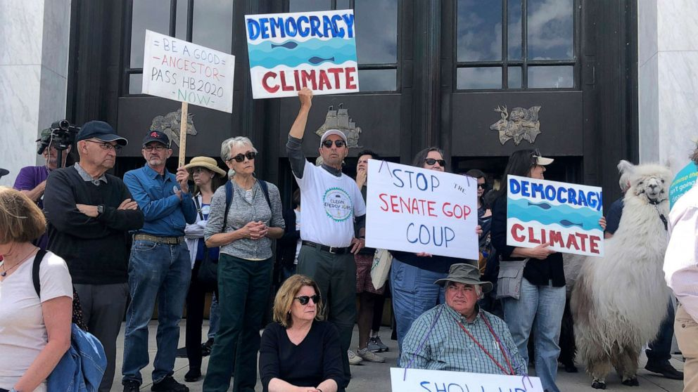 Still no sign of Oregon Republicans who walked out amid climate change vote thumbnail
