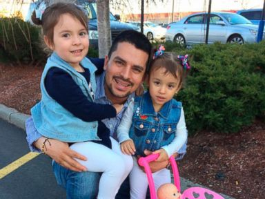 Pizza delivery man detained by ICE wins stay of deportation