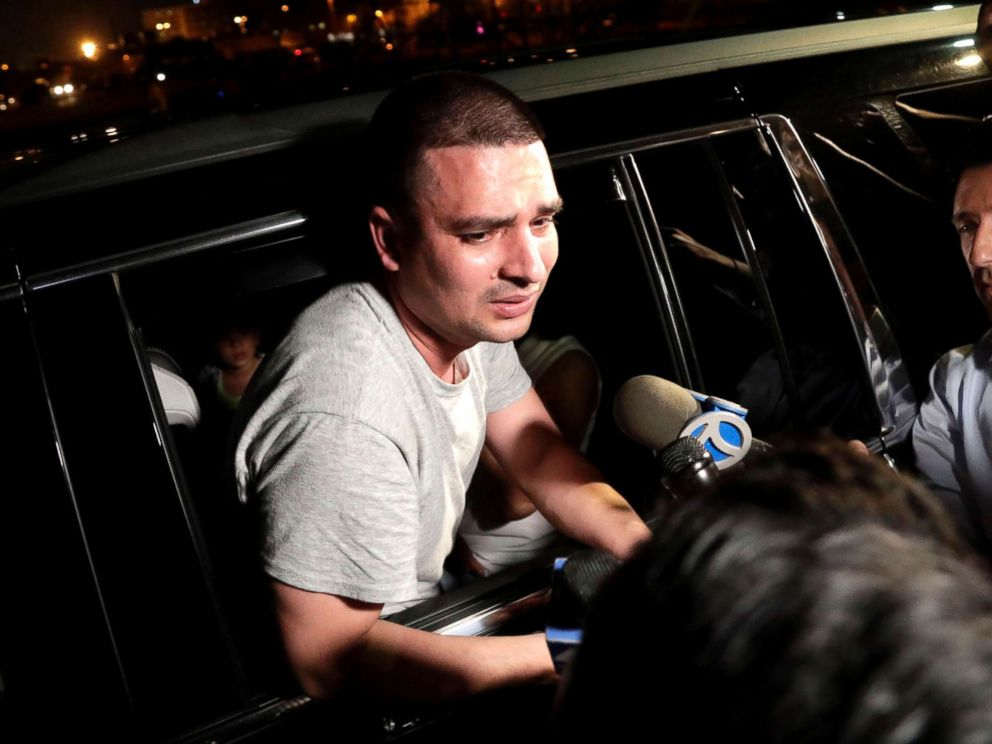 PHOTO: Pablo Villavicencio leans out of an SUV while talking to reporters after being released from the Hudson County Correctional Facility, in Kearny, N.J., July 24, 2018.