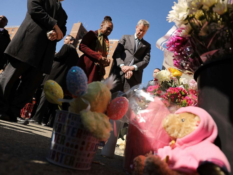 PHOTO: New York Mayor Bill de Blasio is joined by his wife Chirlane McCray and Councilman Brad Lander at a memorial at the site of an accident where two small children were killed by a driver in Brooklyn, March 7, 2018.