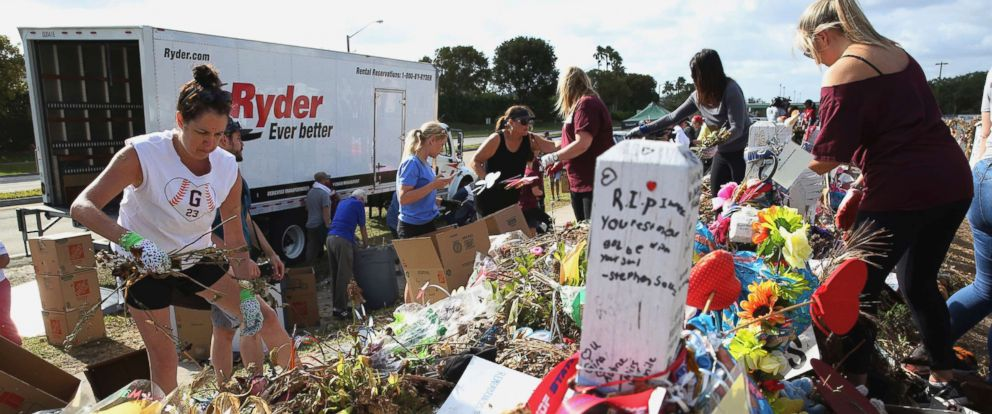 PHOTO: Volunteers, students and parents sort items left at the memorial site for the 17 students and faculty killed at Marjory Stoneman Douglas High School, March 28, 2018 in Parkland, Fla.