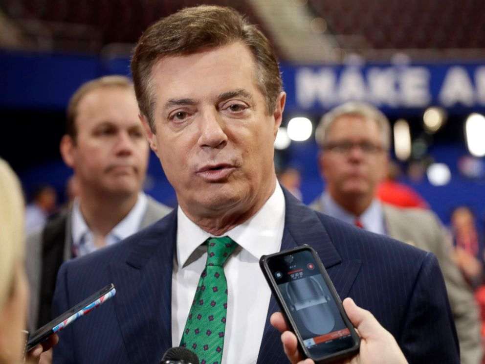 PHOTO: Trump campaign chairman Paul Manafort talks to reporters on the floor of the Republican National Convention at Quicken Loans Arena in Cleveland, July 17, 2016.