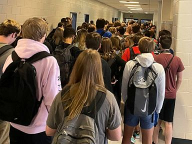 9 test positive for COVID at school where crowded hallway photo went viral thumbnail