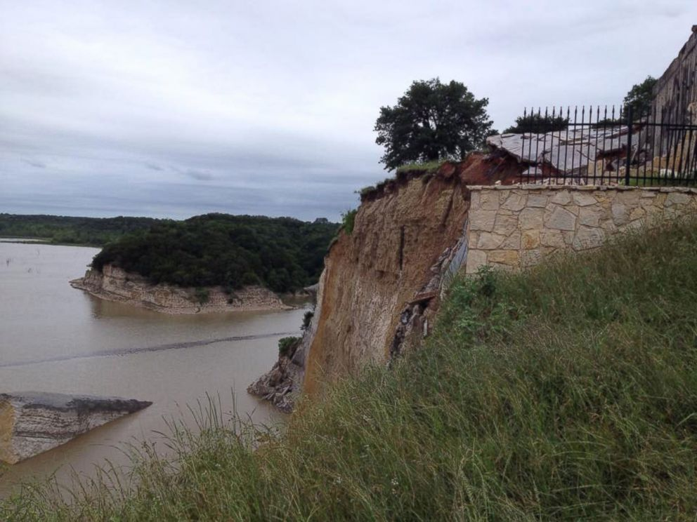 PHOTO: A cliff at White Bluff, Texas collapsed on May 11, 2015 during a storm. A mansion had been destroyed by the cliff last year.