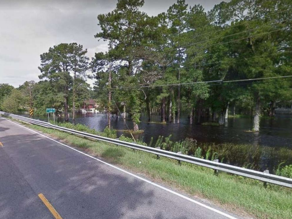 PHOTO: Two mental health patients drowned when the Little Pee Dee River near Mullins, S.C., overflowed its banks and the van they were traveling in flooded on Sept. 18, 2018.