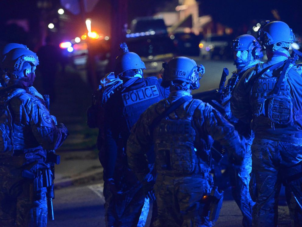 PHOTO: SWAT members prepare to search the neighborhood where a police officer was fatally shot Friday, Nov. 17, 2017, in New Kensington, Pa.