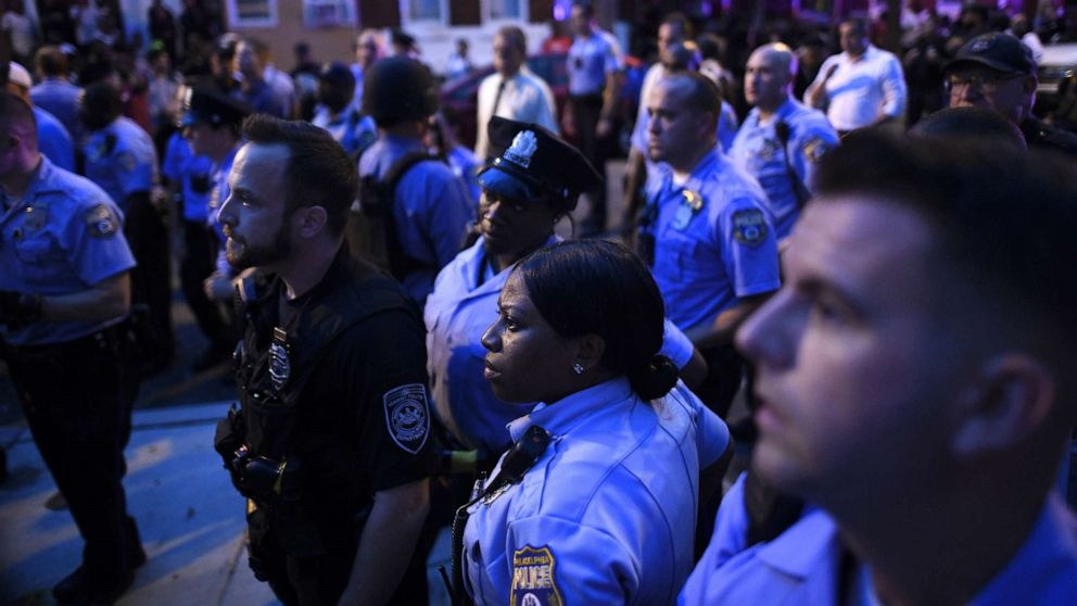 'Extensive' probe into Philly police standoff to take months thumbnail