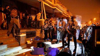 In Philadelphia bricht Chaos mit Demonstranten aus, nachdem ein bewaffneter Mann von der Polizei erschossen wurde