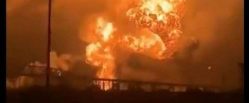 PHOTO: There was a series of explosions at a refinery in southwest Philadelphia early Friday morning.