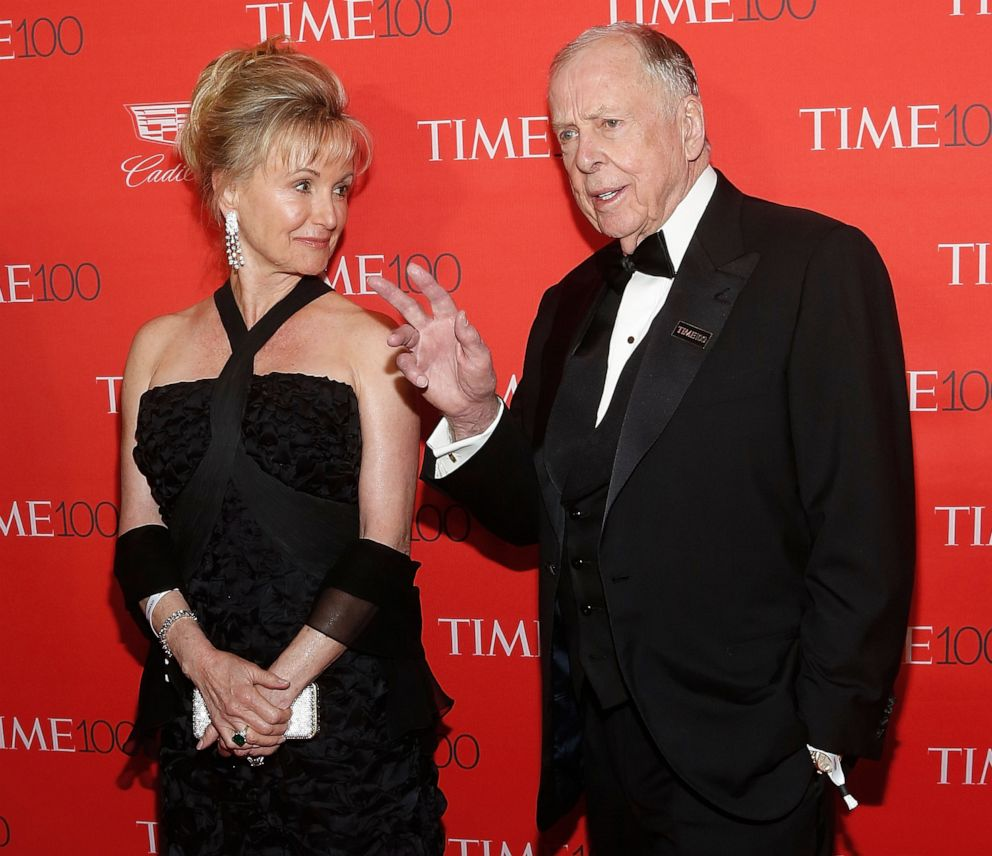 PHOTO: Oil billionaire T. Boone Pickens and his wife Toni Chapman Brinker attend the 2016 Time 100 Gala at Lincoln Center, April 26, 2016, in New York City.