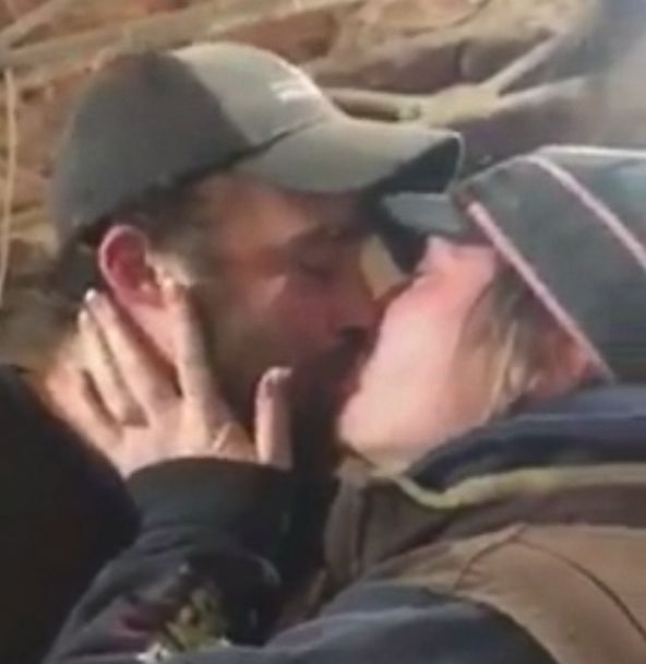 PHOTO: Benjamin Shivers proposed to his girlfriend with piglets.