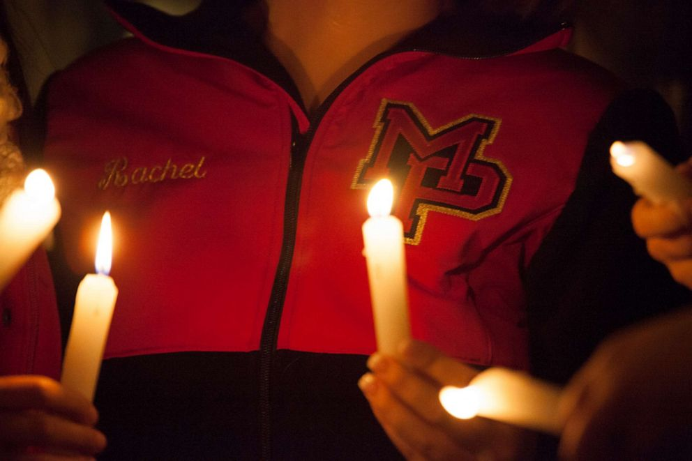 PHOTO:Students from Marysville-Pilchuck High School hold candles during a vigil, Oct. 24, 2014, in Marysville, Wash.