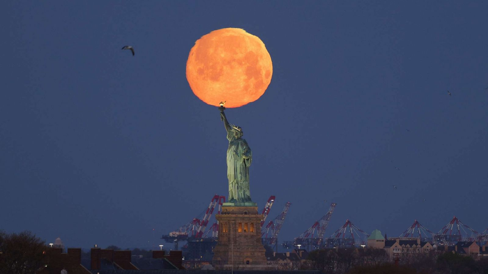 Pink moon is 1st supermoon of 2021: When to see it - ABC News