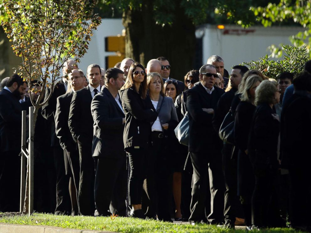 PHOTO: Mourners gather outside Rodef Shalom Congregation before the funeral services for brothers Cecil and David Rosenthal, Oct. 30, 2018, in Pittsburgh.