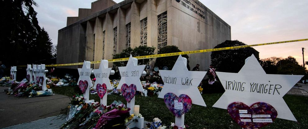 PHOTO: A makeshift memorial stands outside the Tree of Life synagogue in the aftermath of a deadly shooting in Pittsburgh, Oct. 29, 2018.