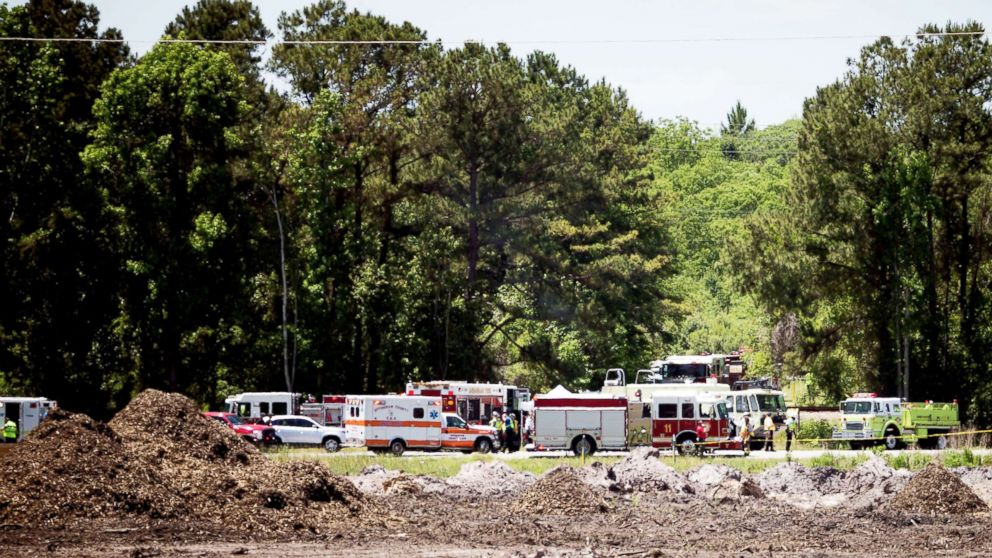 PHOTO: Emergency crews stage at the site of a military C-130 plane crash in Port Wentworth, Ga., May 02, 2018.