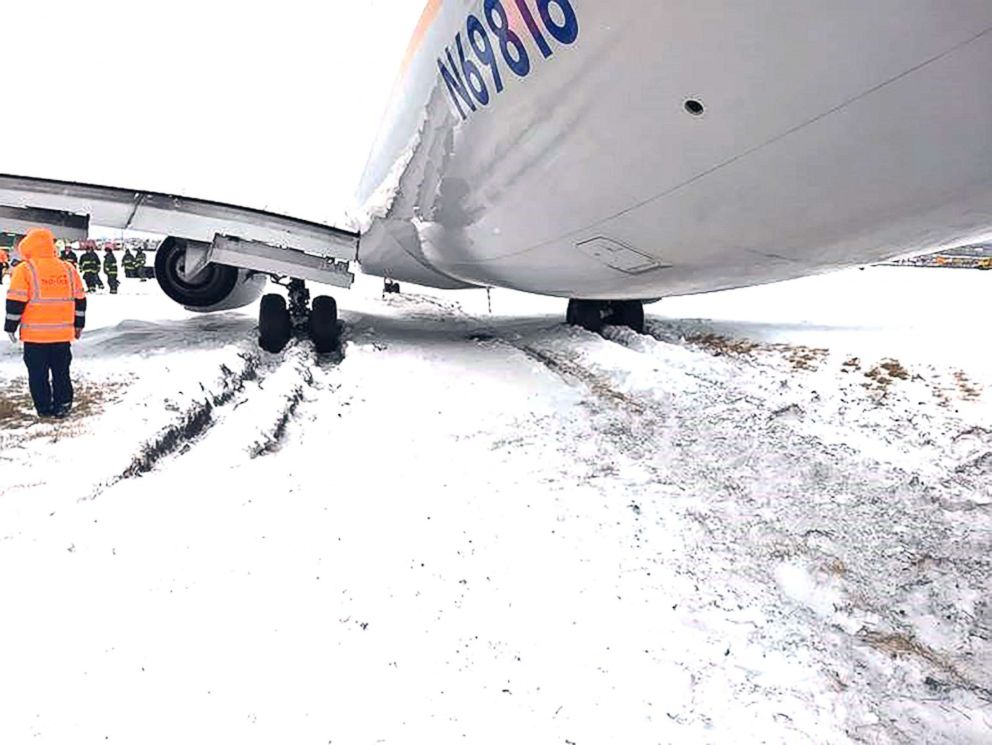 PHOTO: A flight from Phoenix flying into Chicagos OHare International Airport skidded off a snowy runway on Jan. 19, 2019.