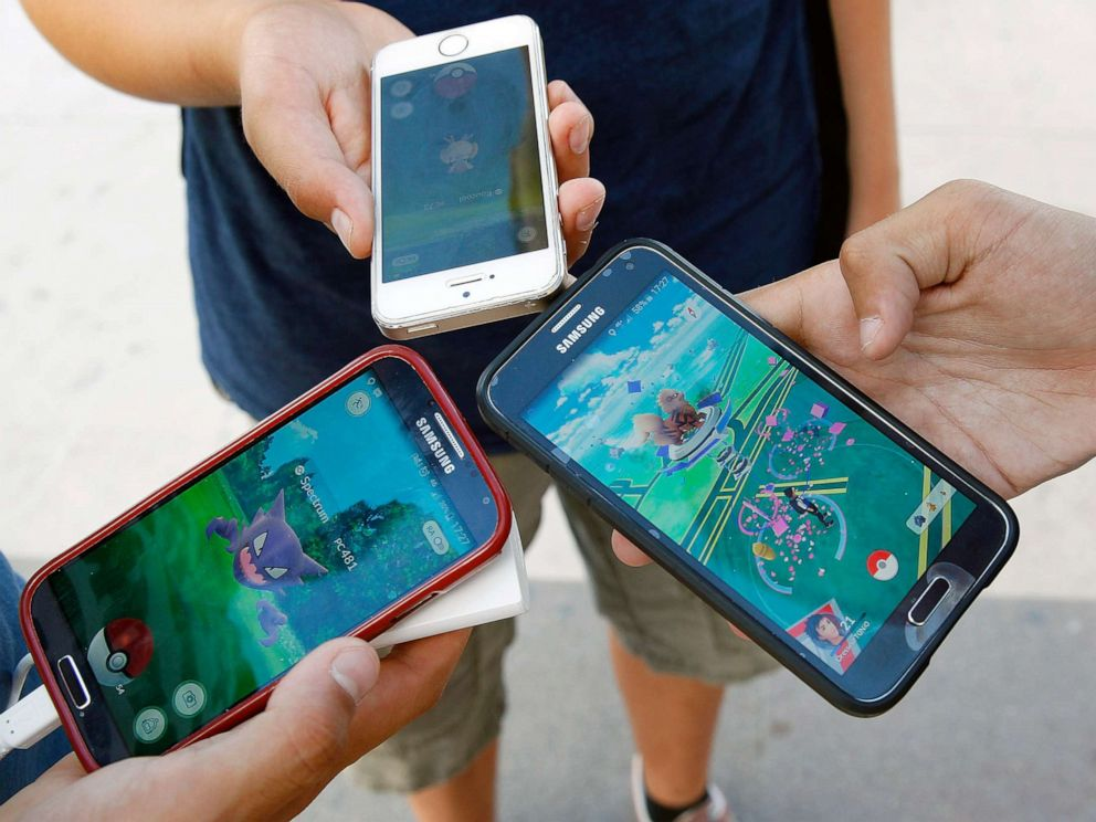 Officer finds driver playing Pokemon Go - on eight phones at once
