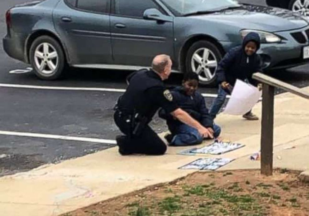 PHOTO: South Hill Police Cpl. C.B. Fleming was seen playing dolls and drawing with sidewalk chalk with children after he responded to a 911 call of a gas leak that turned out to be a false alarm on Feb. 14, 2019.