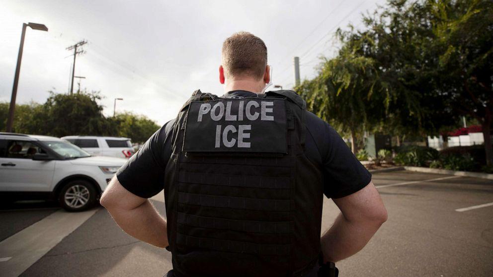 ICE κρατουμένων διέταξε κυκλοφορήσει πάνω από coronavirus ανησυχίες