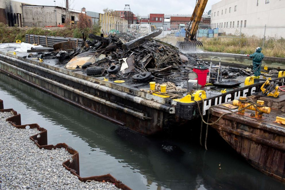 PHOTO: An EPA sponsored cleanup of the toxic Gowanus Canal dredges a section of the canal of industrial debris, Oct. 28, 2016, in Brooklyn, New York.
