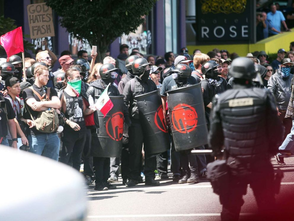 PHOTO: People on all sides of the political spectrum gather for a campaign rally organized by right-wing organizer and Patriot Prayer founder Joey Gibson in Portland, Oregon, August 4, 2018.