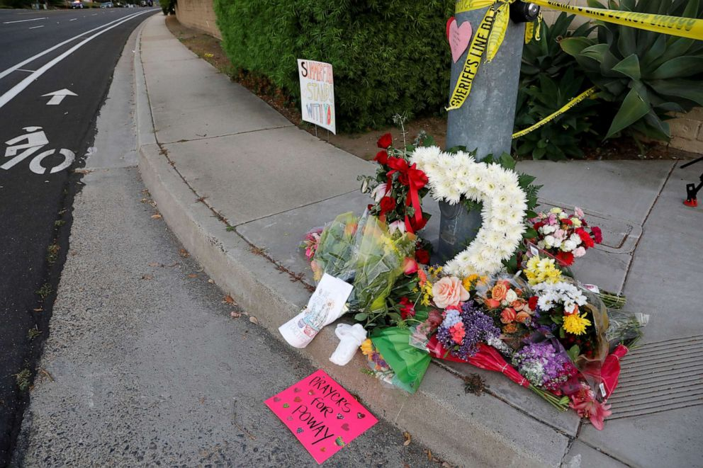 PHOTO: A makeshift memorial was placed by a light pole a block away from a shooting incident where one person was killed at the Congregation Chabad synagogue in Poway, north of San Diego, Calif., April 27, 2019.