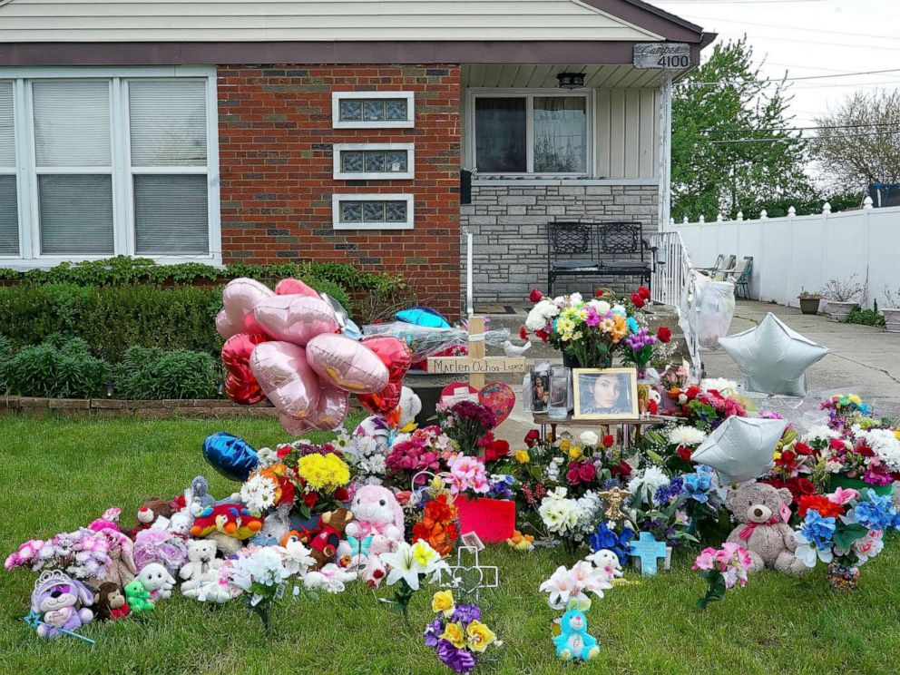 PHOTO: A makeshift memorial for victim Marlen Ochoa-Lopez covers the lawn outside the home where she was murdered in Chicago, May 17, 2019.