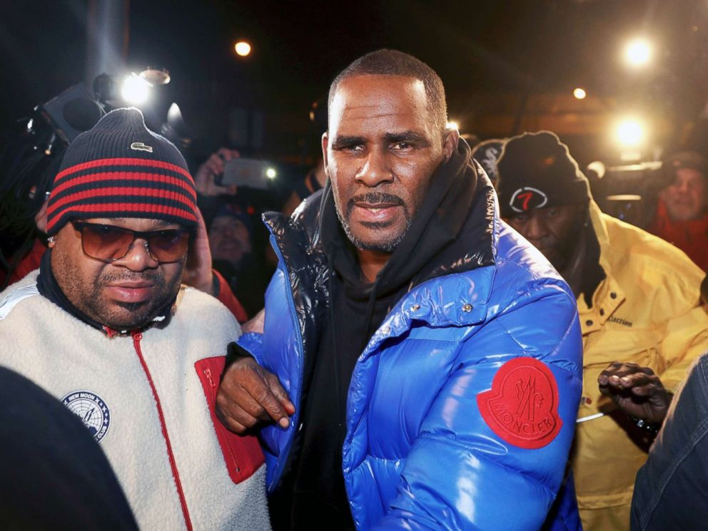 PHOTO: R. Kelly turns himself in at 1st District police headquarters in Chicago, Feb. 22, 2019.