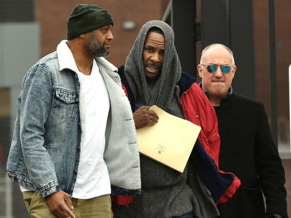 PHOTO: R. Kelly, center, walks with his attorney Steve Greenberg right, and an unidentified man left, who gave him a ride after being released from Cook County Jail in Chicago, March 9, 2019.