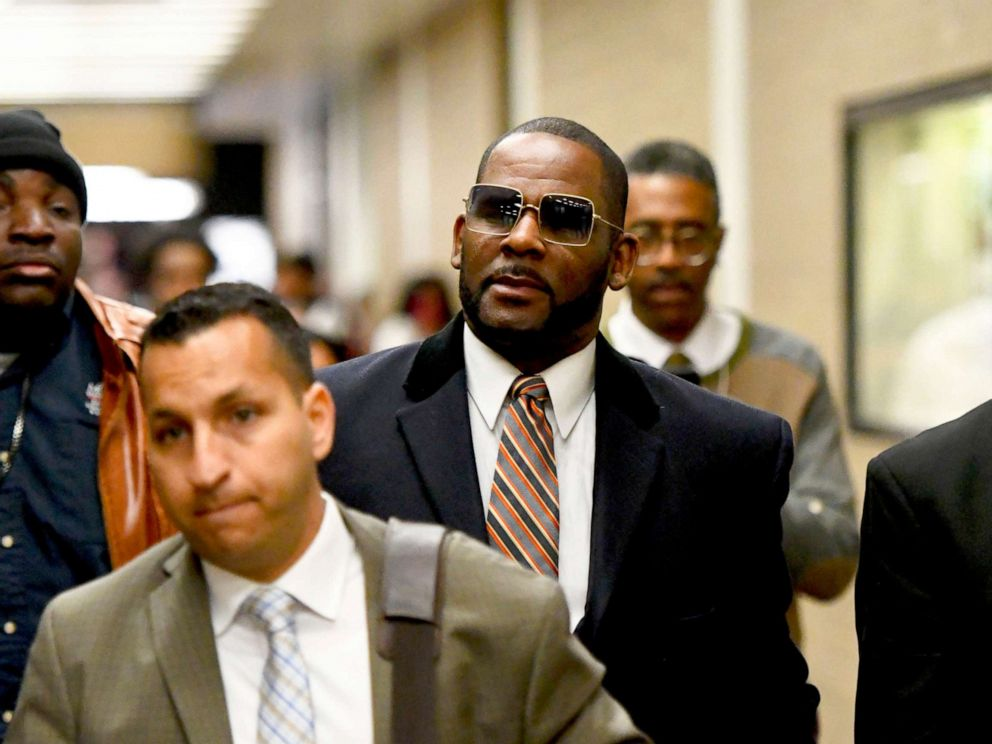 PHOTO: Musician R. Kelly, center, leaves the Daley Center following a hearing in his case about child maintenance, May 8, 2019 in Chicago.