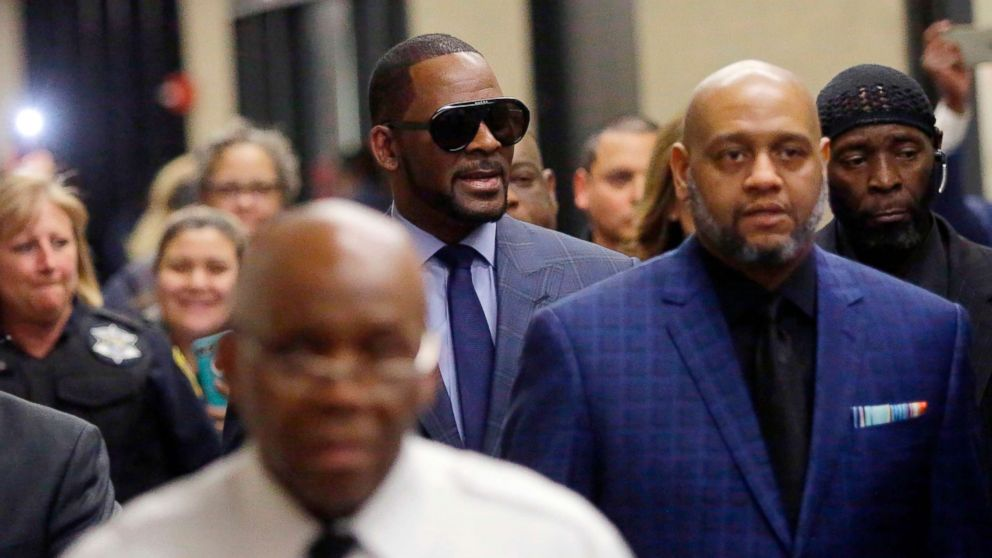 Music artist R. Kelly, center, arrives at the Circuit Court of Cook County, Domestic Relations Division, March 6, 2019, in Chicago.