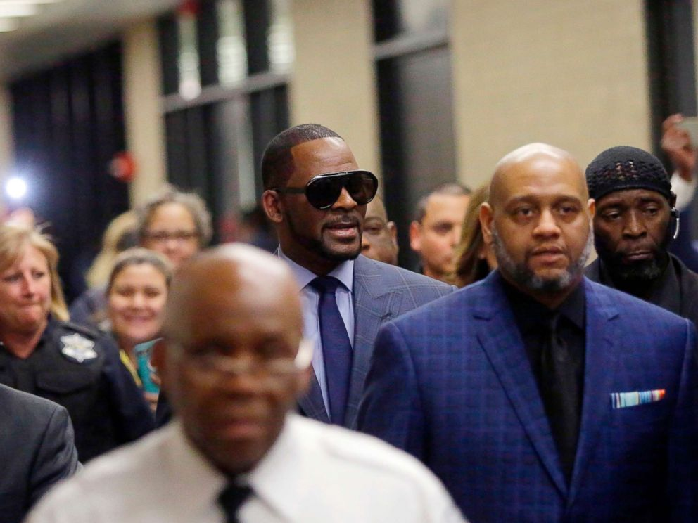PHOTO: Music artist R. Kelly, center, arrives at the Circuit Court of Cook County, Domestic Relations Division, March 6, 2019, in Chicago.