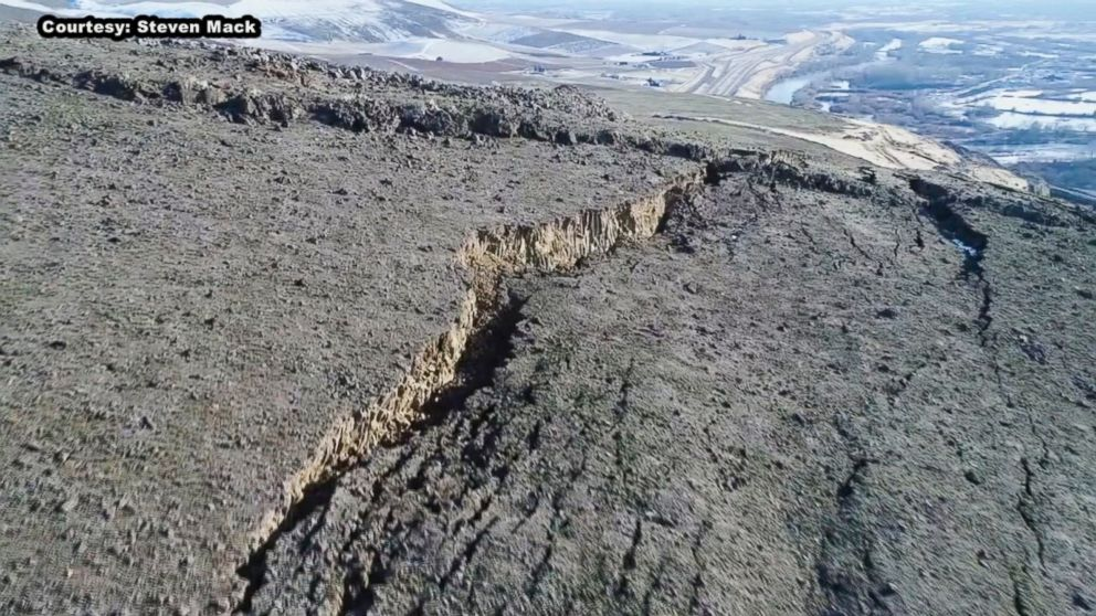 PHOTO: The crack on Rattlesnake Ridge in south-central Washington state is growing at a rate of about 1.4 feet a week.