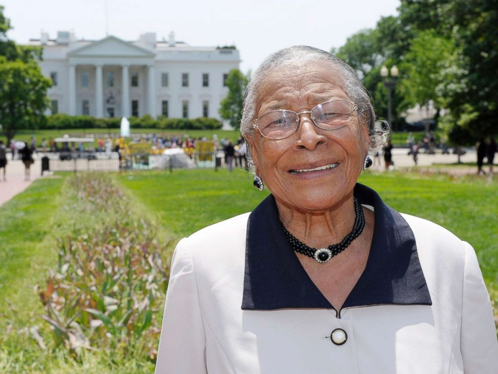 PHOTO: Recy Taylor stands in Lafayette Park after touring the White House, May 12, 2011.