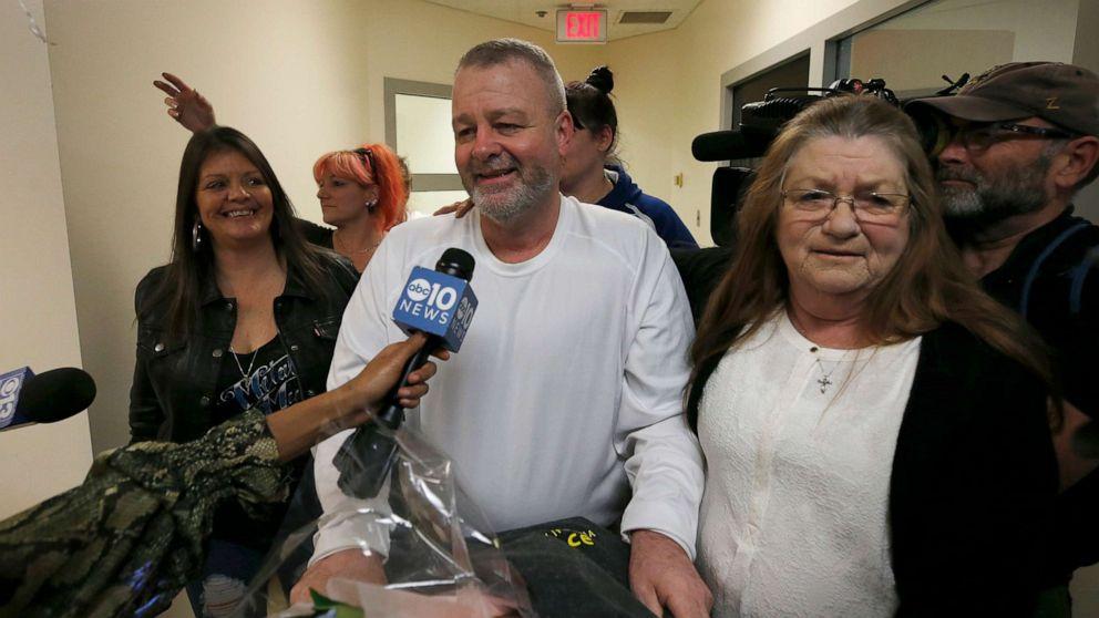Unschuldigen Mann befreit, nach 15 Jahren im Gefängnis für Mord, DNA führt zu einer neuen Verhaftung