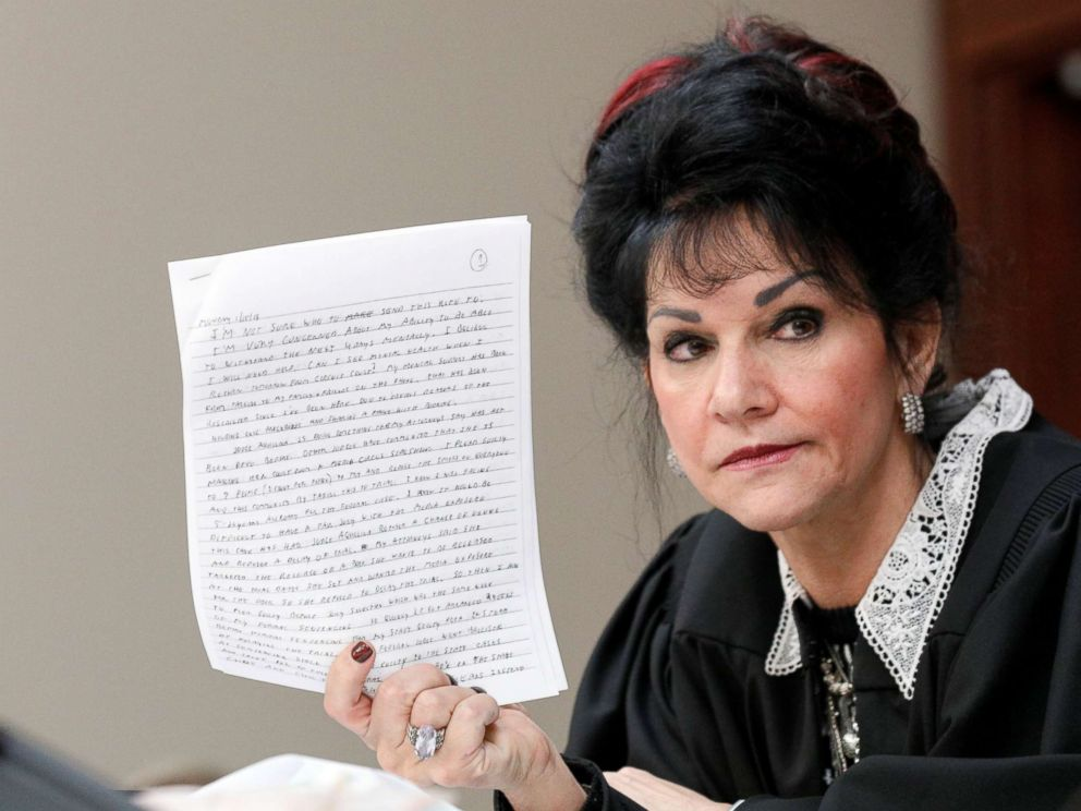 PHOTO: Judge Rosemarie Aquilina holds a letter written by Larry Nassar, a former team USA Gymnastics doctor, who pleaded guilty in November 2017 to sexual assault charges, during his sentencing hearing in Lansing, Mich., Jan. 18, 2018.