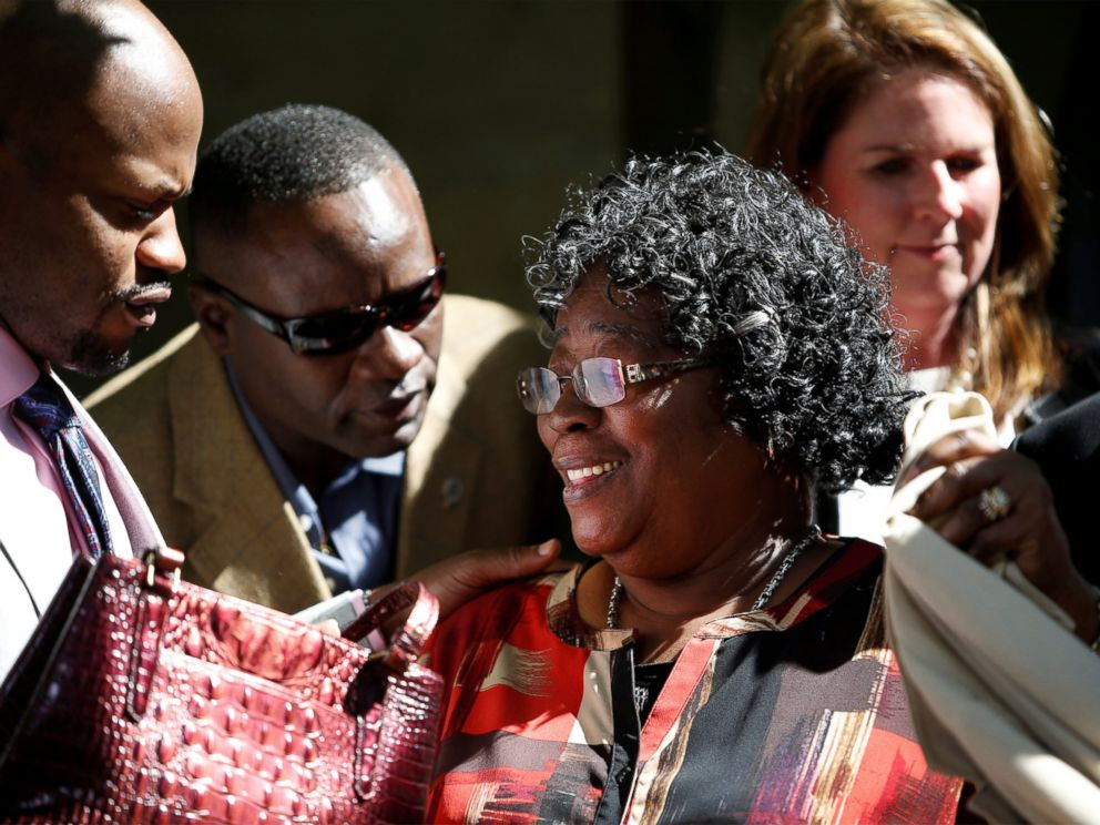 PHOTO: Judy Scott (C), mother of Walter Scott, is supported by family and lawyers during a news conference after former North Charleston police officer Michael Slagers guilty plea to federal civil rights charges in Charleston, S.C., May 2, 2017.