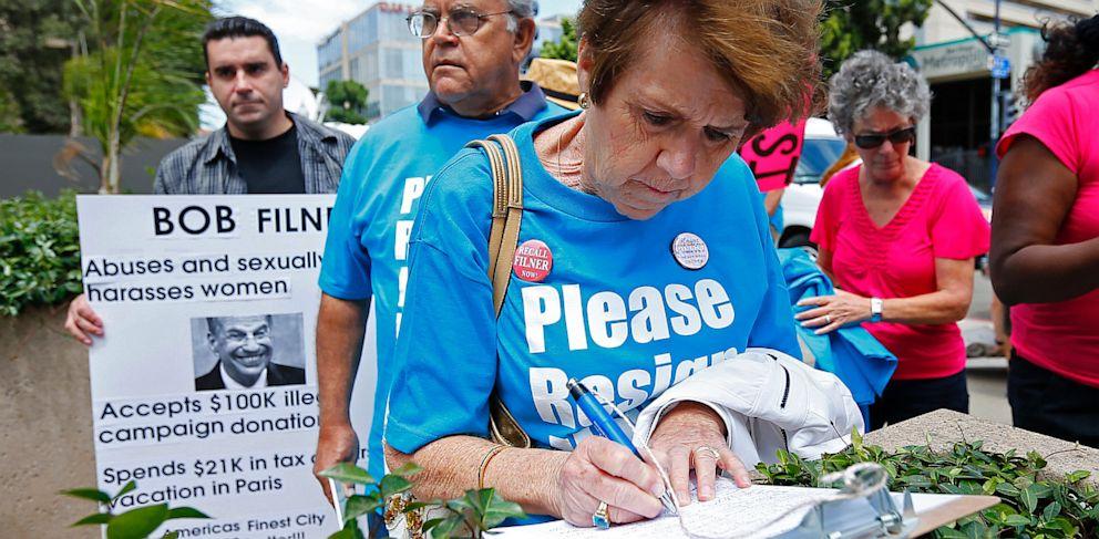 PHOTO: Recall Bob Filner rally