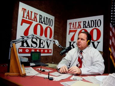 Streak Limbaugh, fokus konservatif kontroversial pada level ke host, telah mati thumbnail