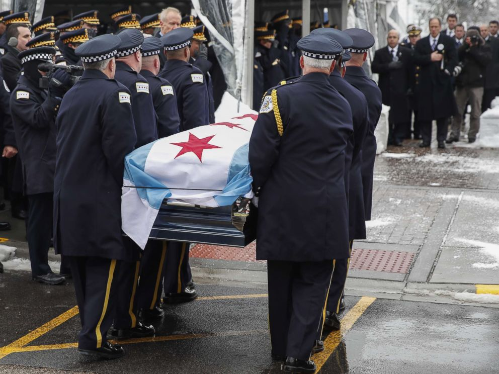 PHOTO: The casket of slain Chicago Police Officer Samuel Jimenez is carried by fellow officers to the Chapel of St Joseph at Shrine of Our Lady of Guadalupe on Nov. 26, 2018 in Des Plaines, Ill.