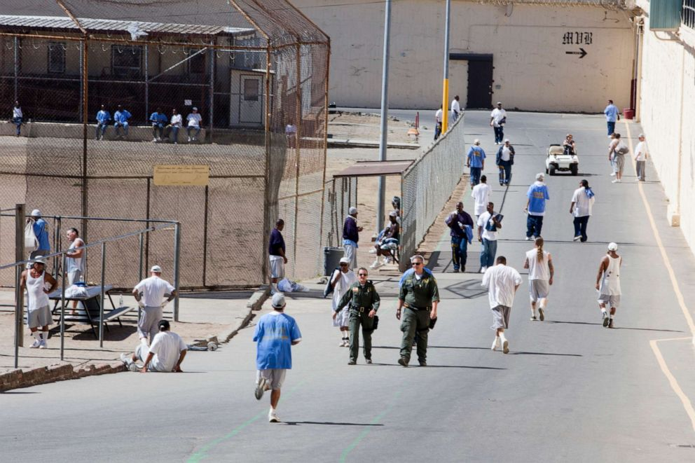 PHOTO: Inmates serving time at San Quentin prison walk around the yard, Sept. 27, 2016, in San Quentin, Calif.